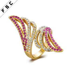 New design cheap price yellow gold plated with rhinestone latest geometrical shape unisex stainless steel ring