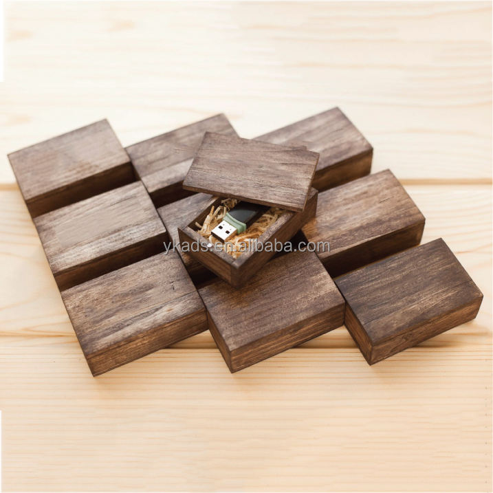 Environmental small slatted wooden boxes