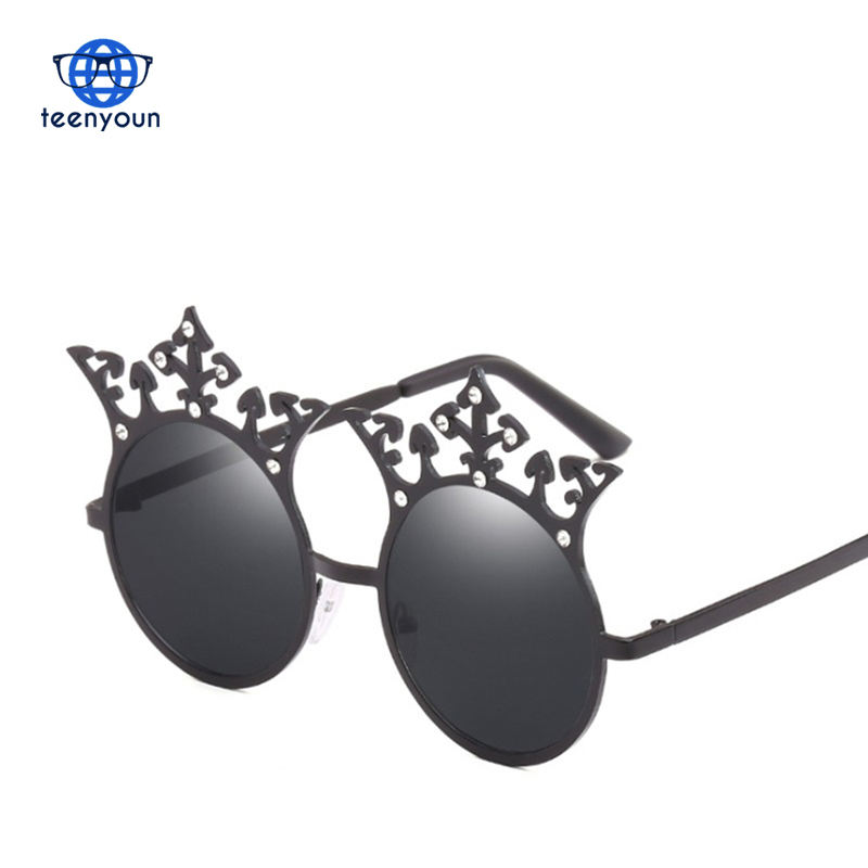 Baroque Round PunK Glasses Creative Personality Crown Sun Glasses Men Geek Funny Couple Sunglasses Girl
