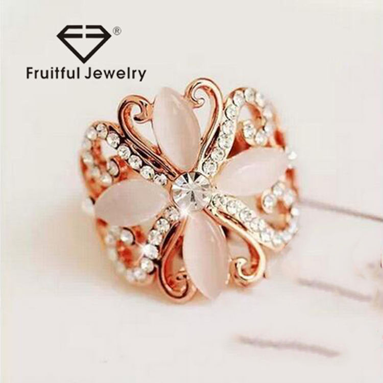 Beautiful rose gold plated Butterfly ring made with Opal sweet women rings elegant crystal rhinestone Finger jewelry
