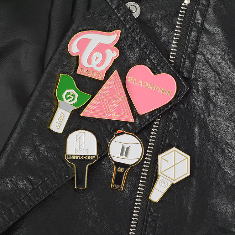 School Badges 2019 Design Online Pink Heart Art Metal Material Anime School Badge Pin