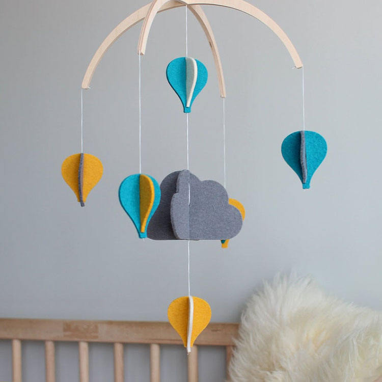 Eco-friendly EN-71 certification wooden hanger crib toy felt baby mobile