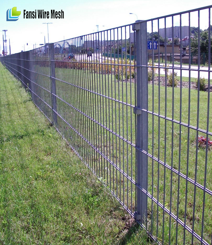 fence for garden with horizontal reinforcement nails epoxy coated welded wire mesh fence