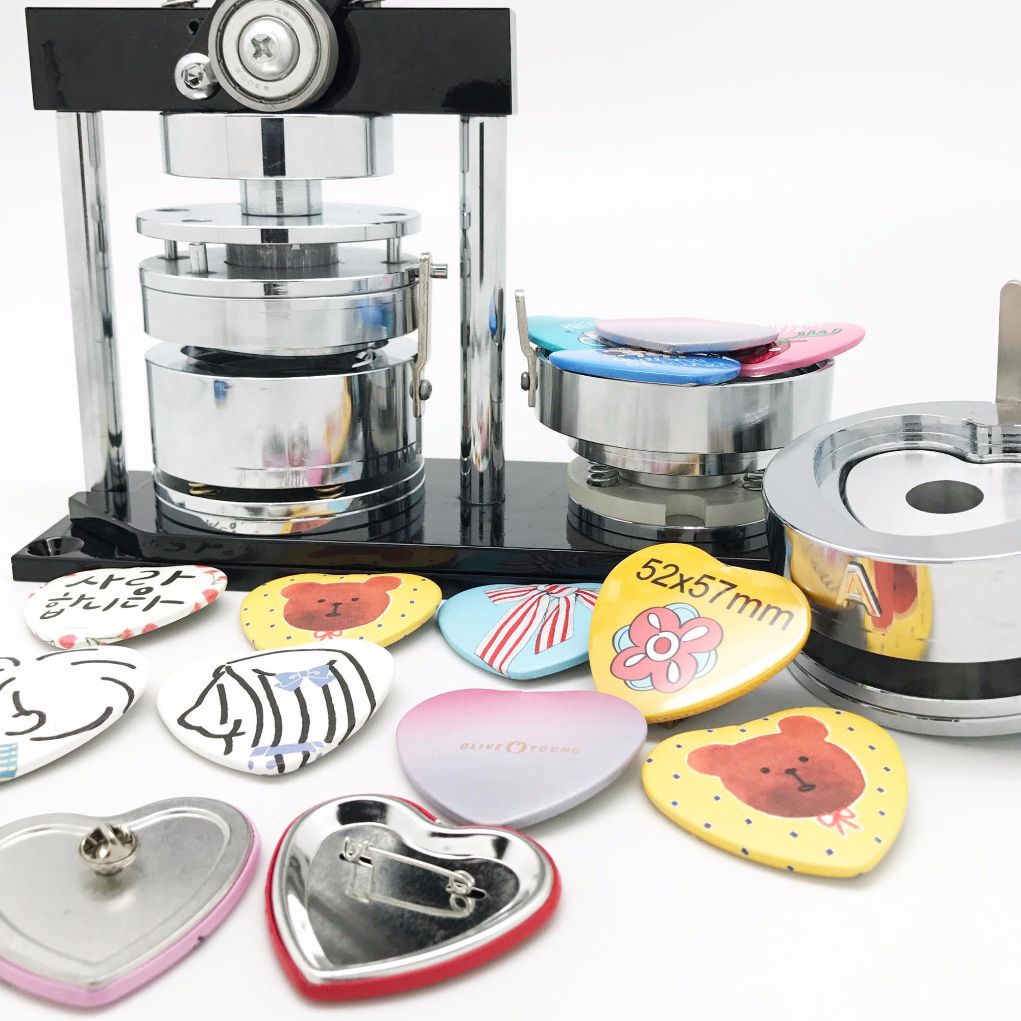 China hot sale heart manual button maker badge making machine