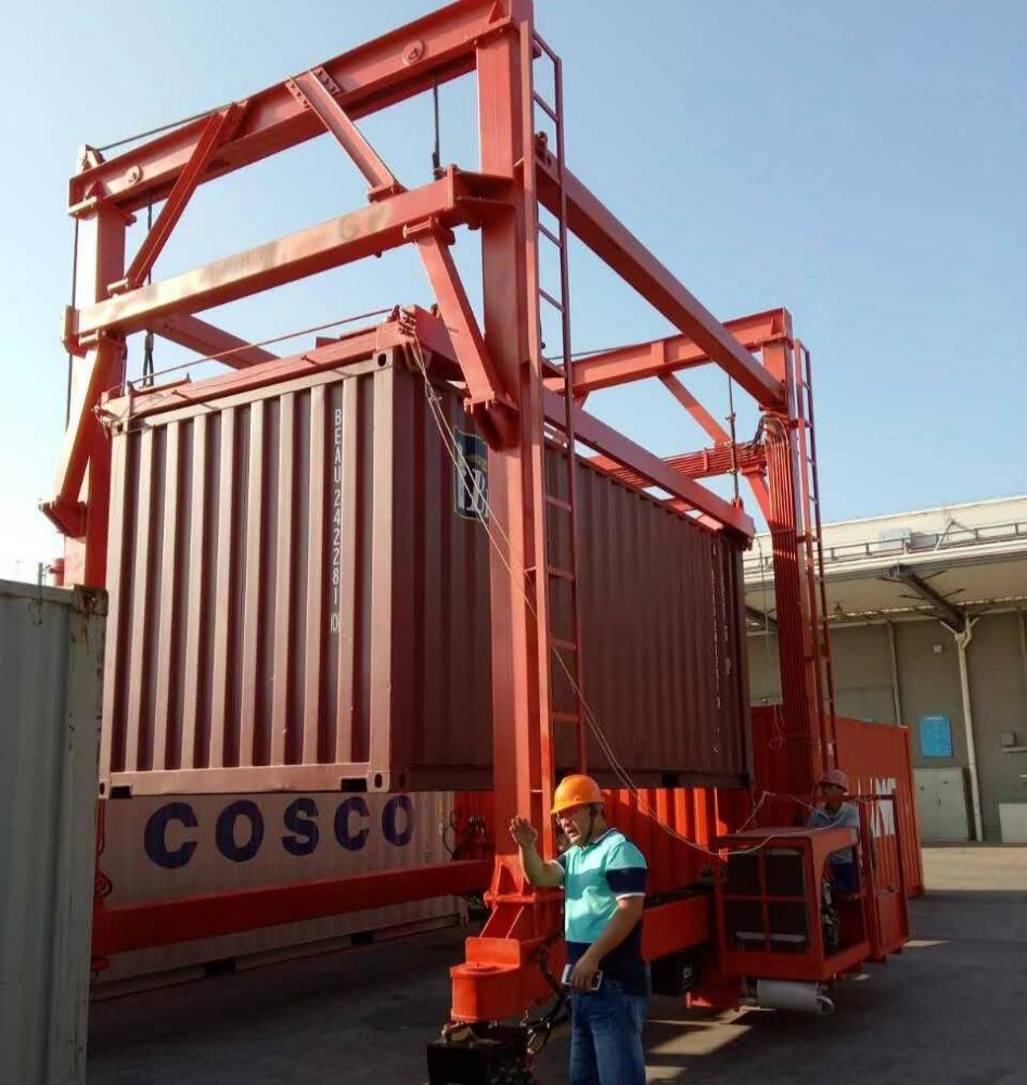 Siamese gantry crane used in container.