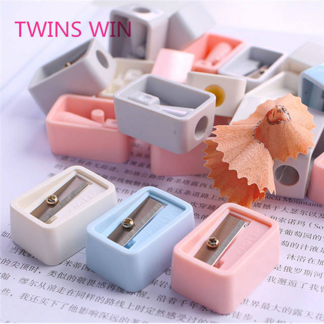 Yiwu 2019 new products office supplies stationery promotion custom mini size plastic carpenter pencil sharpener for adult 293