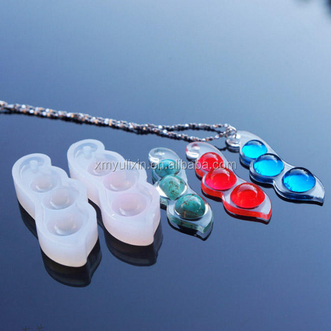 Mirror surface silicone pea shape resin mold