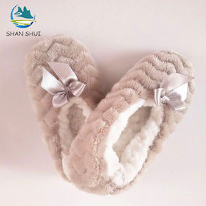 Soft cheap plush kids indoor fur slippers and anti-slip shoes