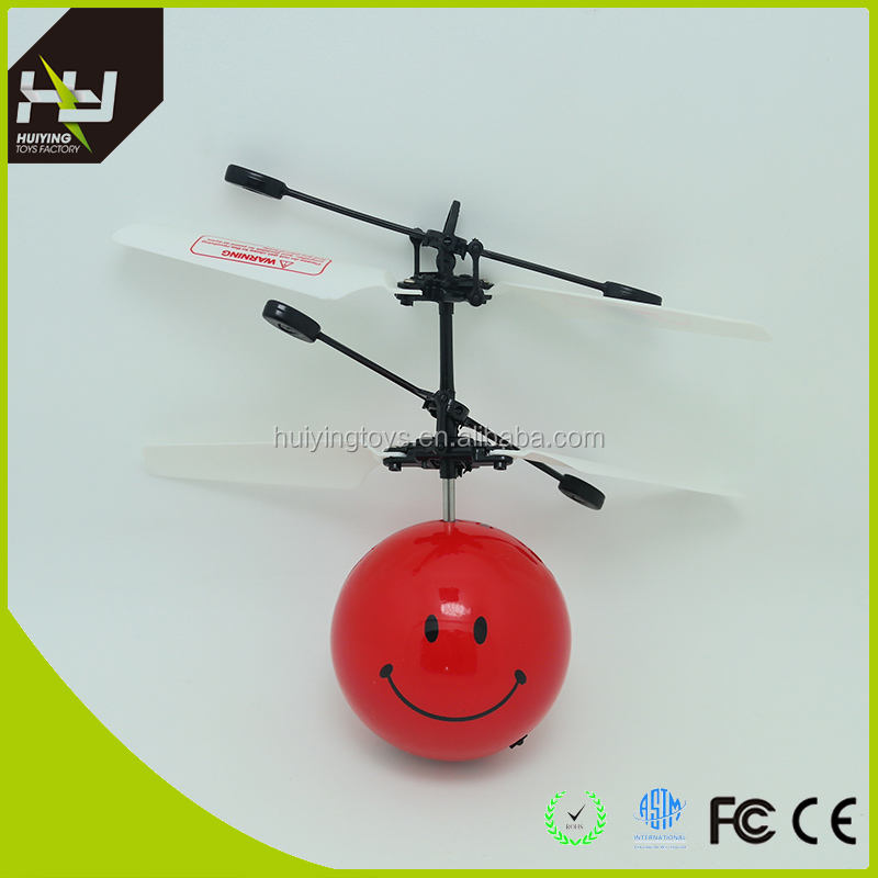 HY-821 çocuklar için En Iyi Hediye helcopter Huiying Yeni Uçan LED Futbol ve gülümseme yüz uçan oyuncak çocuklar için