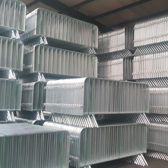 galvanized temporary cheap price with good quality temporary safety barriers
