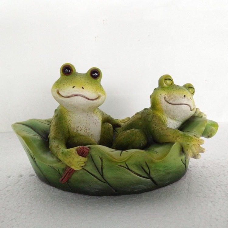 Double relaxing frog on the boat resin statue with floating function