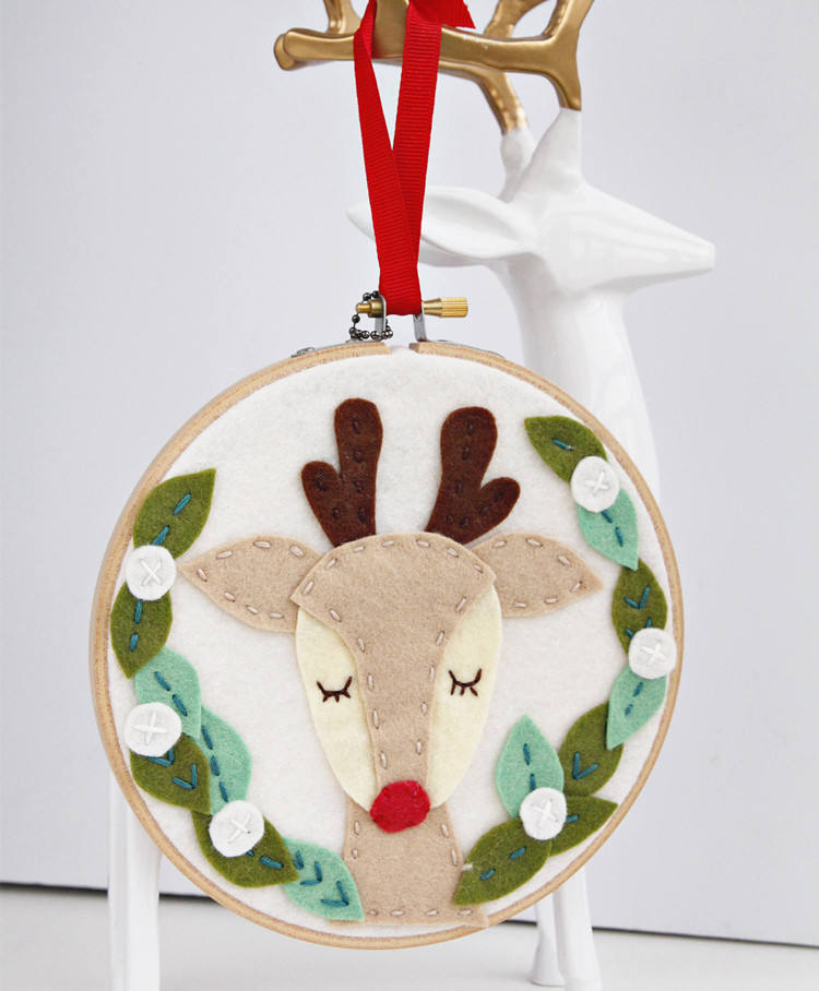 Decorative Fabric Wall Art Felt Wall Hanging Embroidery Reindeer Hoop Art For Christmas Gift