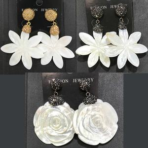 CH-CKE0109 white flower shell crystal inlay earring,new arrival earring charm with crystal,fashion jewelry cheap wholesale