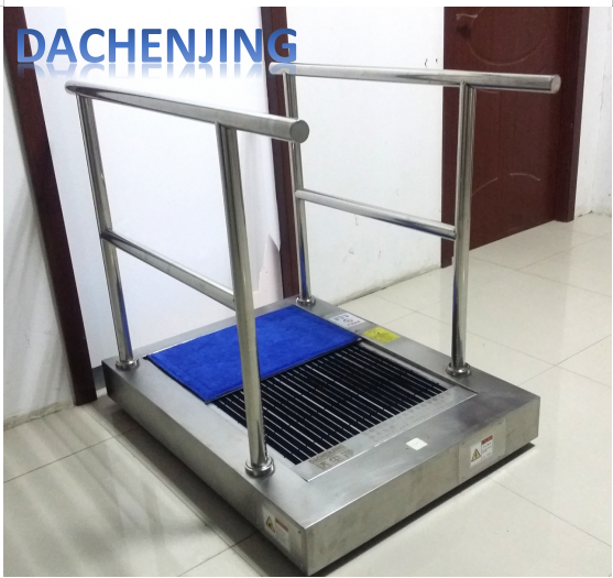 Automatic floor scrubber machine used in indoor import and export