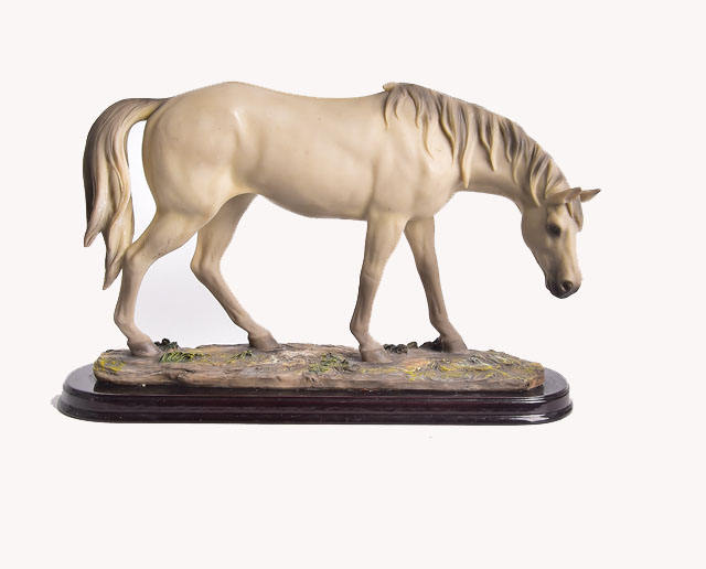 Hot Sale Handcrafted Polyresin Elegant Horse Figurine