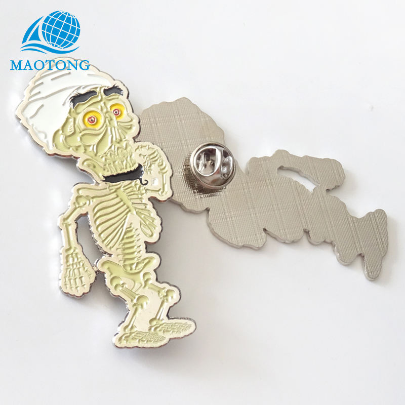 Die casting cheap wholesale souvenir custom funny soft enamel silver metal badge
