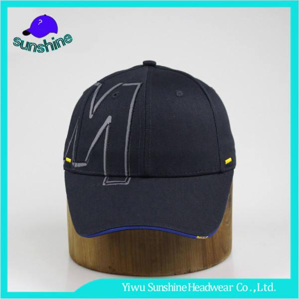 Destacado color carta stitchwork emparedado ala gorra de béisbol negro ajustable