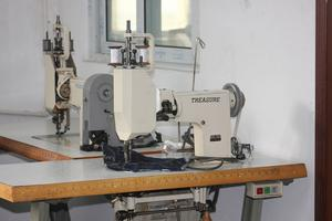 TREASURE ES-114-100 HANDLE OPERATION EMBROIDERY INDUSTRIAL SEWING MACHINE / ES1114-10