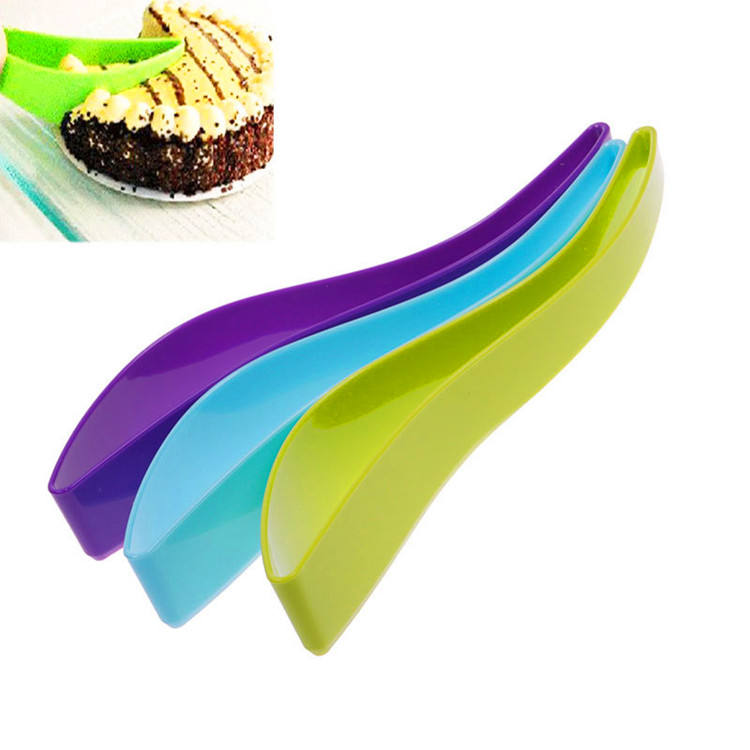 Factory Wholesale Food Grade Plastic Cake Cutter and Slicer