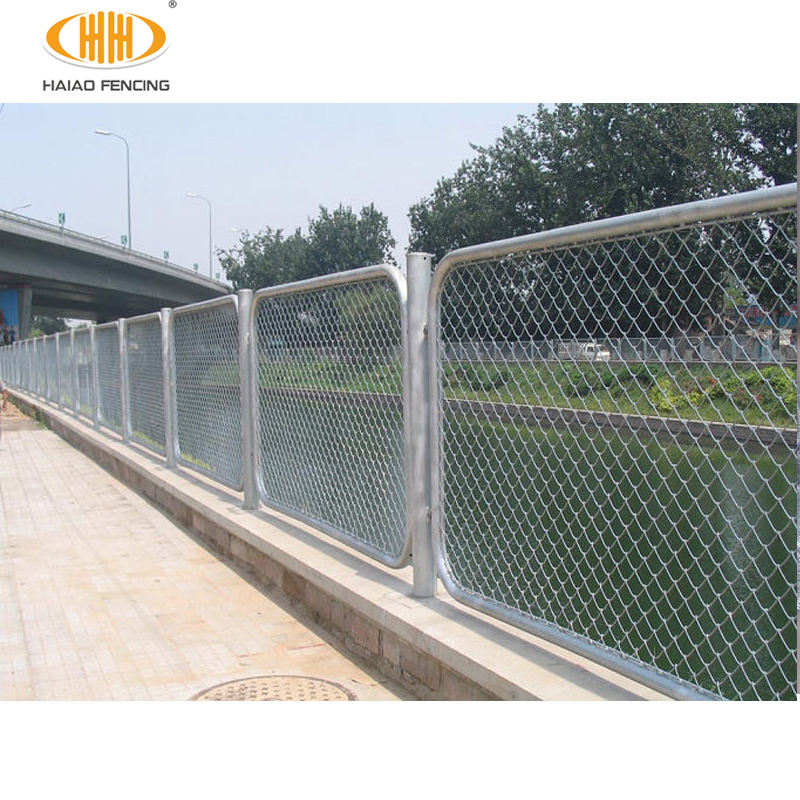 Factory price best galvanized chain link fence and nails