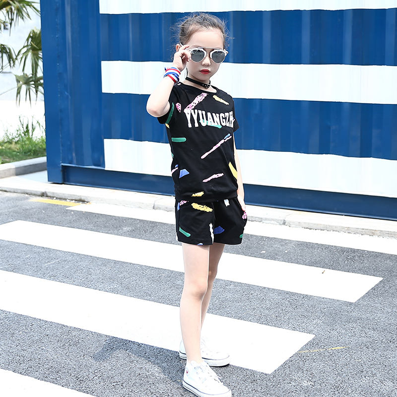Hot sale cotton fabric letter fashionable graffiti t-shirt and shorts girls summer set