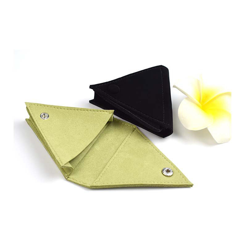 High End Custom Design Small Triangle Flap Suede Jewelry Packaging Coin Necklace Pouch mit Button Closure