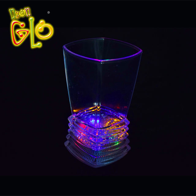 China Factory Flashing LED Plastic Coffee Cup