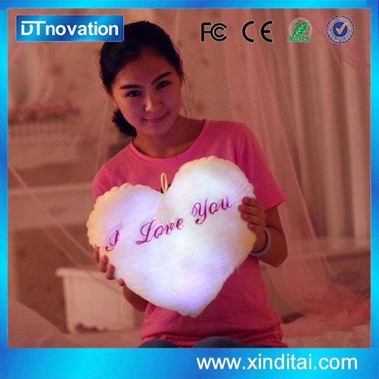 Fabricante do amor do coração em forma de travesseiro para o presente
