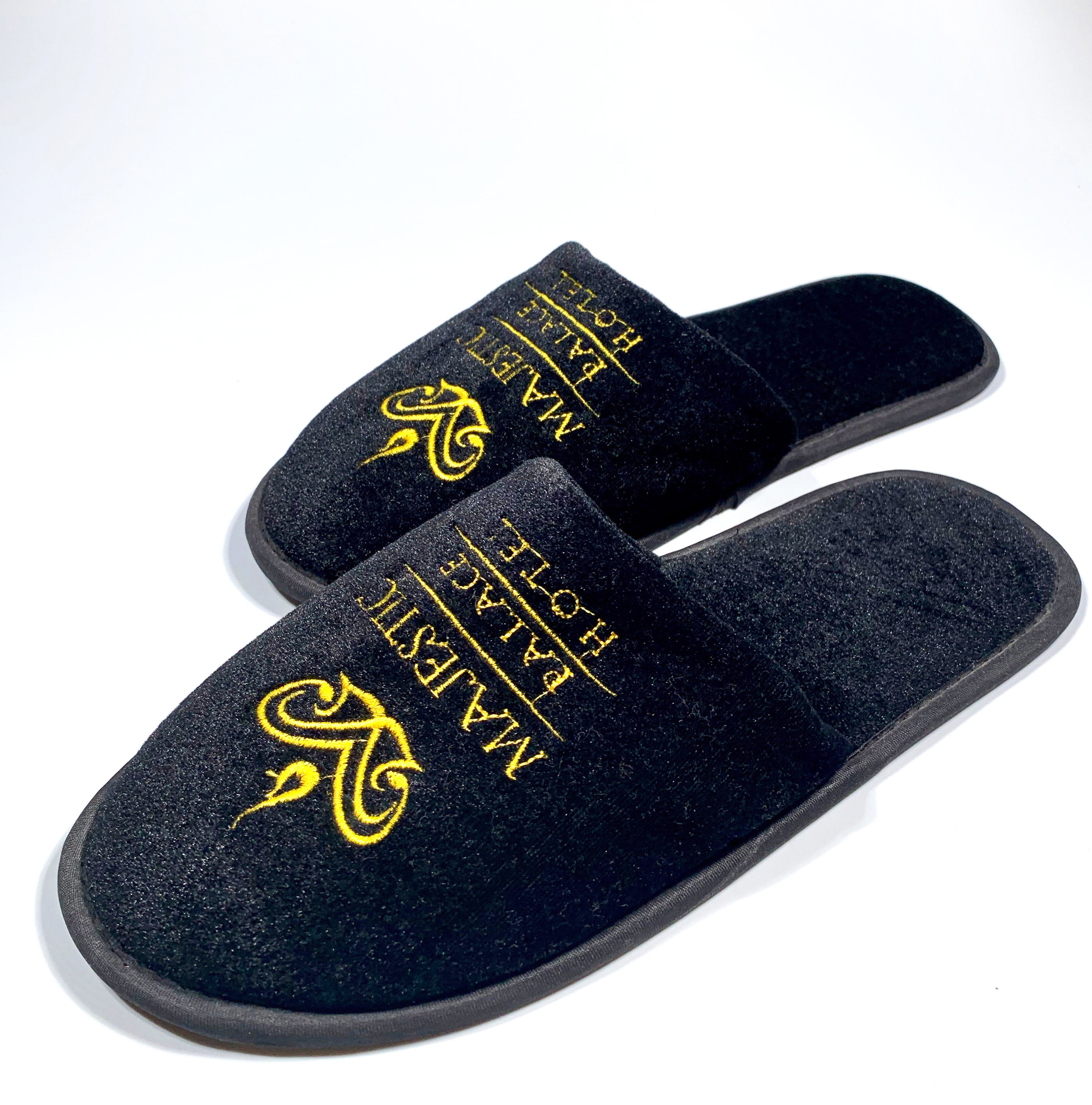 Personalized disposable close toe black hotel room slippers