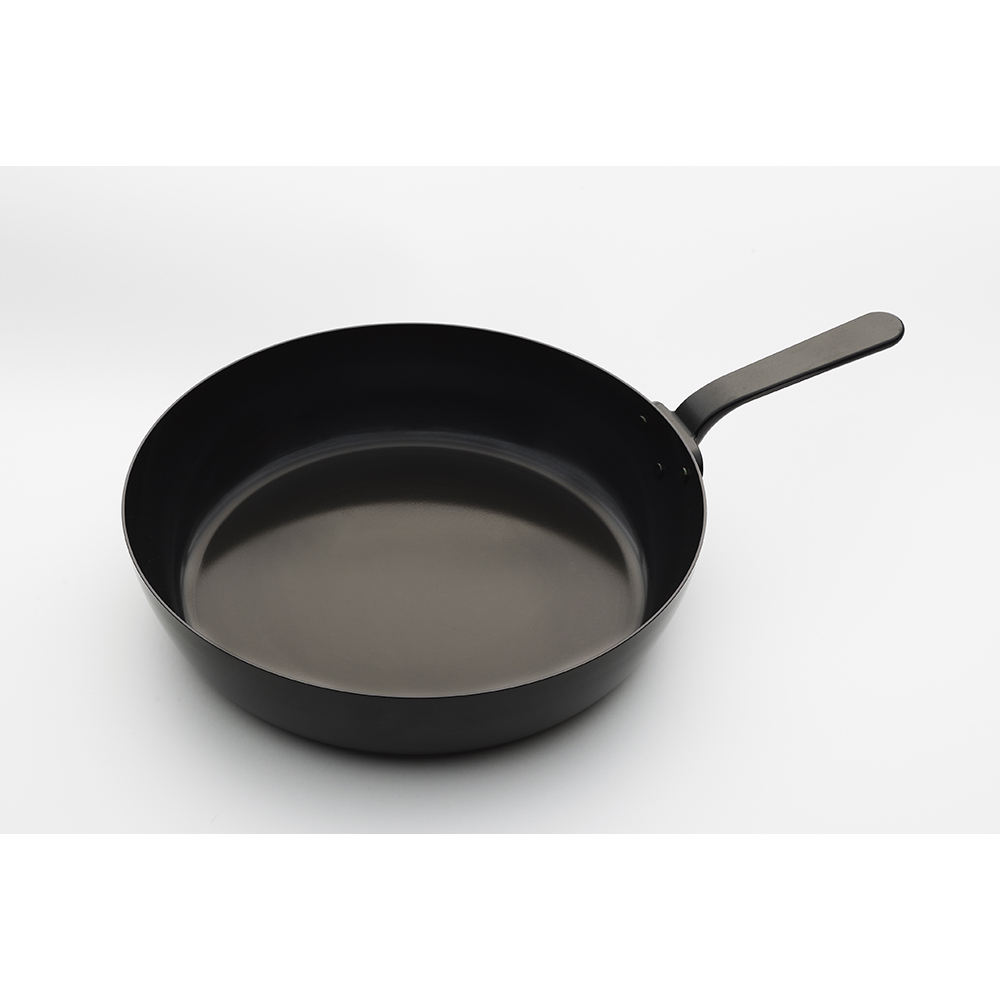 Japan hot sale 386x364x86mm hygienic durable kitchen tool wrought iron product frying pan with lid
