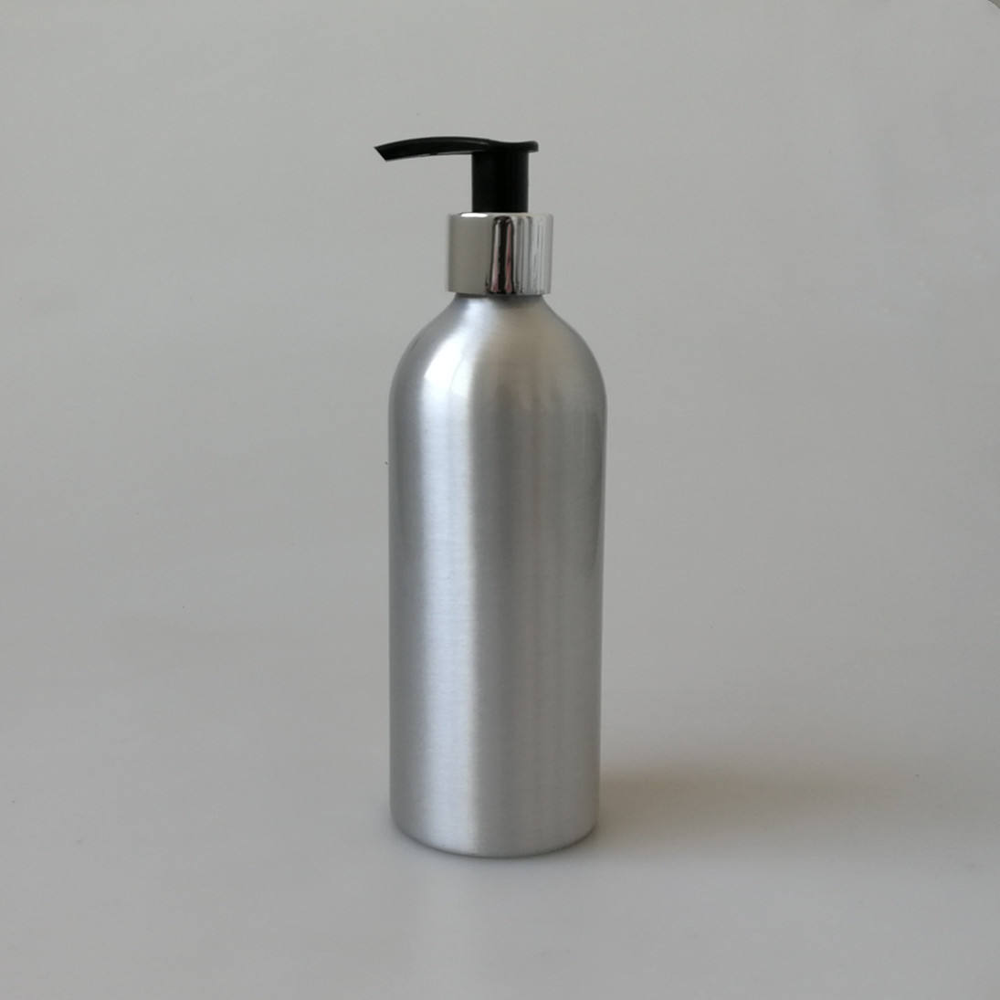 100% recyclable empty 300ml aluminium bottle with lotion pump for hand wash