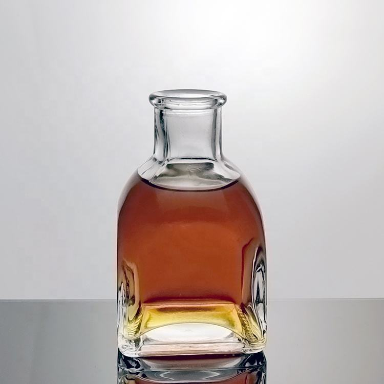 Empty Minil Spirit Decanter 100ml Small Liquor Bottle With Cork Top Wholesale Vodka Whisky Rum Bottle Glass For Alcohol