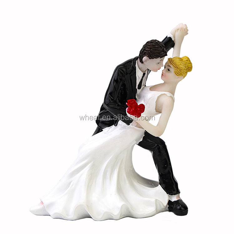 China Factory Higher Quality Resin Bride and Groom Couple Dance Cake Topper