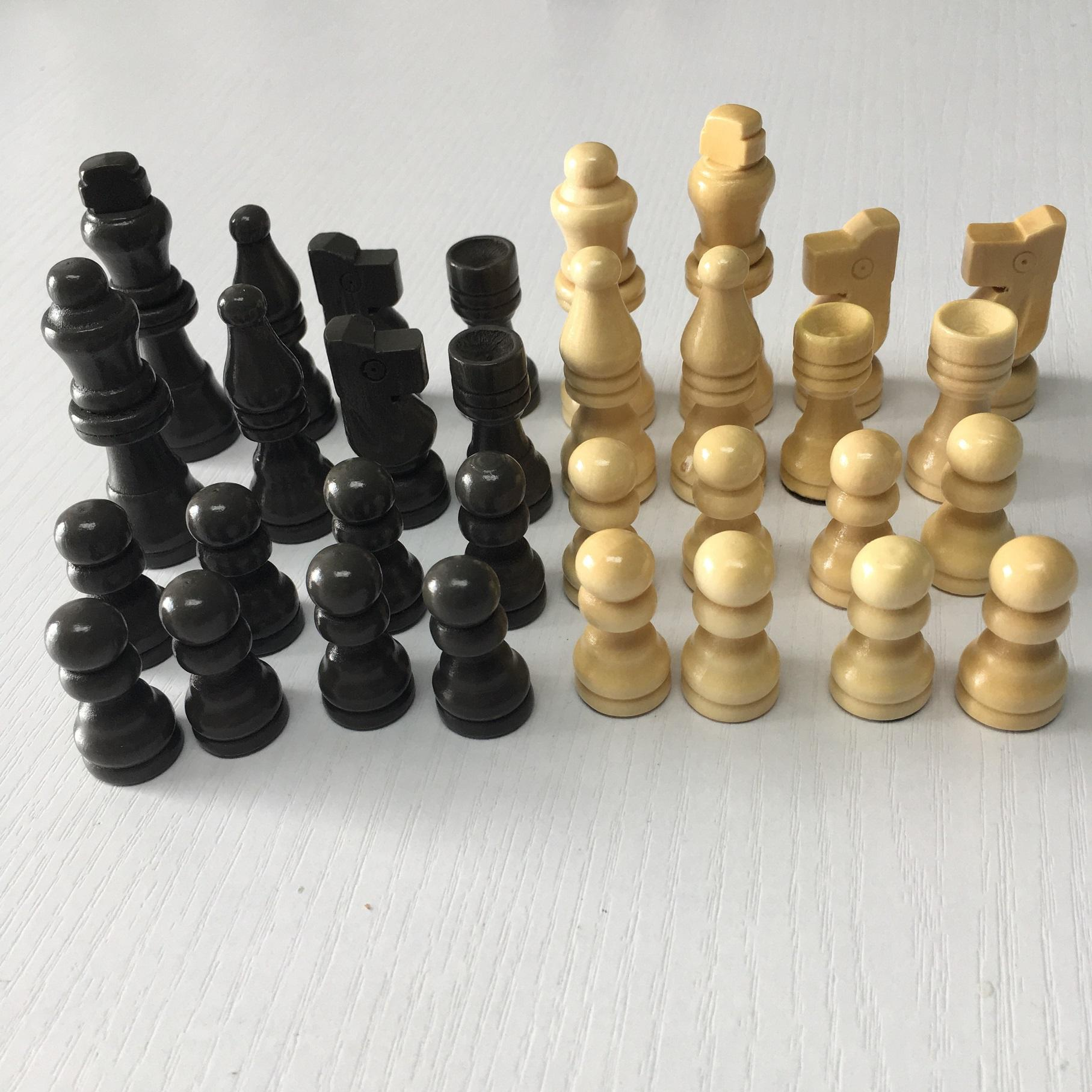 wholesale 2..5inches wooden chess pieces with padded felt