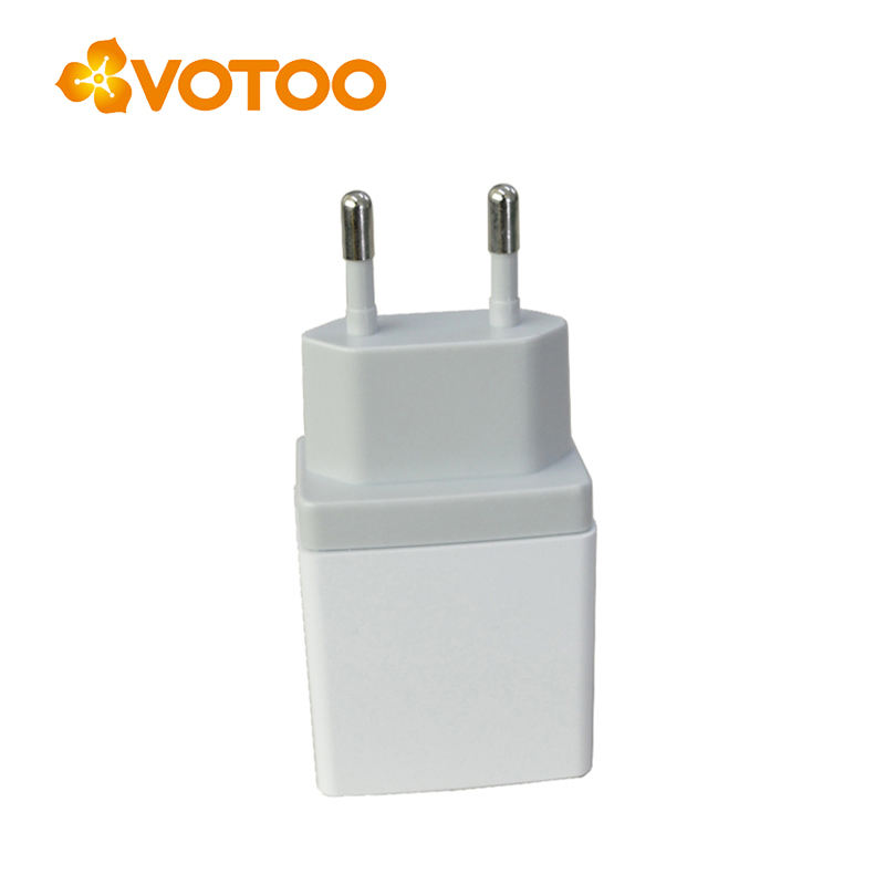 dual usb output 5v 2a smartphone charger with US EU plug