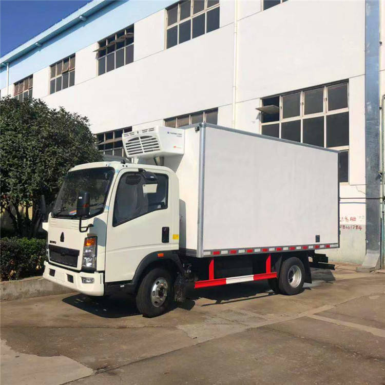 SINOTRUK HOWO 4X2 Refrigerated Van Cargo Box Truck With Low Price for Africa