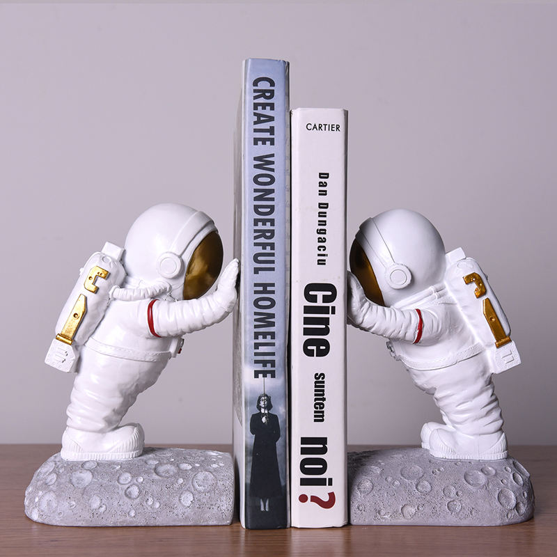 2021 New Design astronaut figurine Custom Resin Modern Abstract Art Decoration Kid Bookend