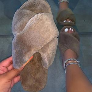 Cheap Luxury Bunny Furry Faux Fur Slides For Ladies wholesale Women Flat Furry Slippers Plush Pink Indoor Fur Slides