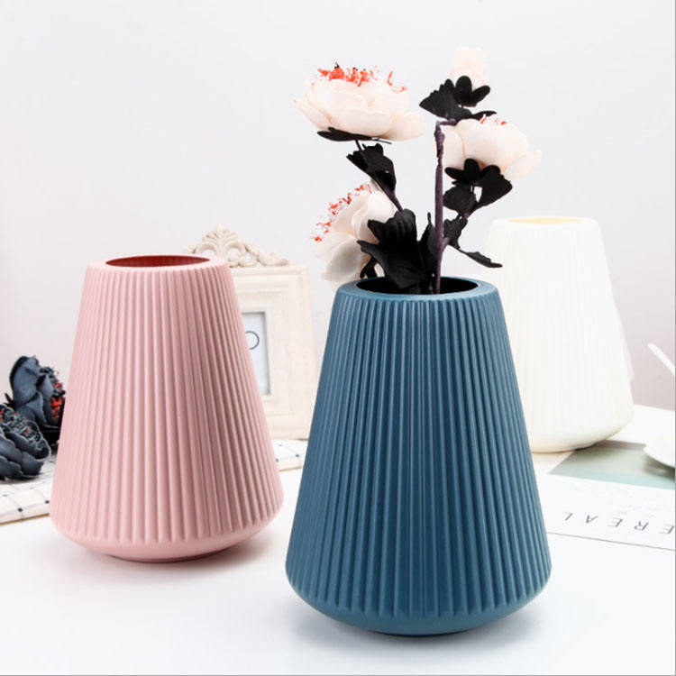 China high quality home decoration beautiful elegant durable desktop PP flower vase