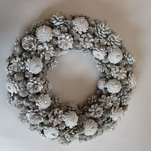 China Supplier Wholesale Christmas Wreath Decorations With Natural Pine Cone