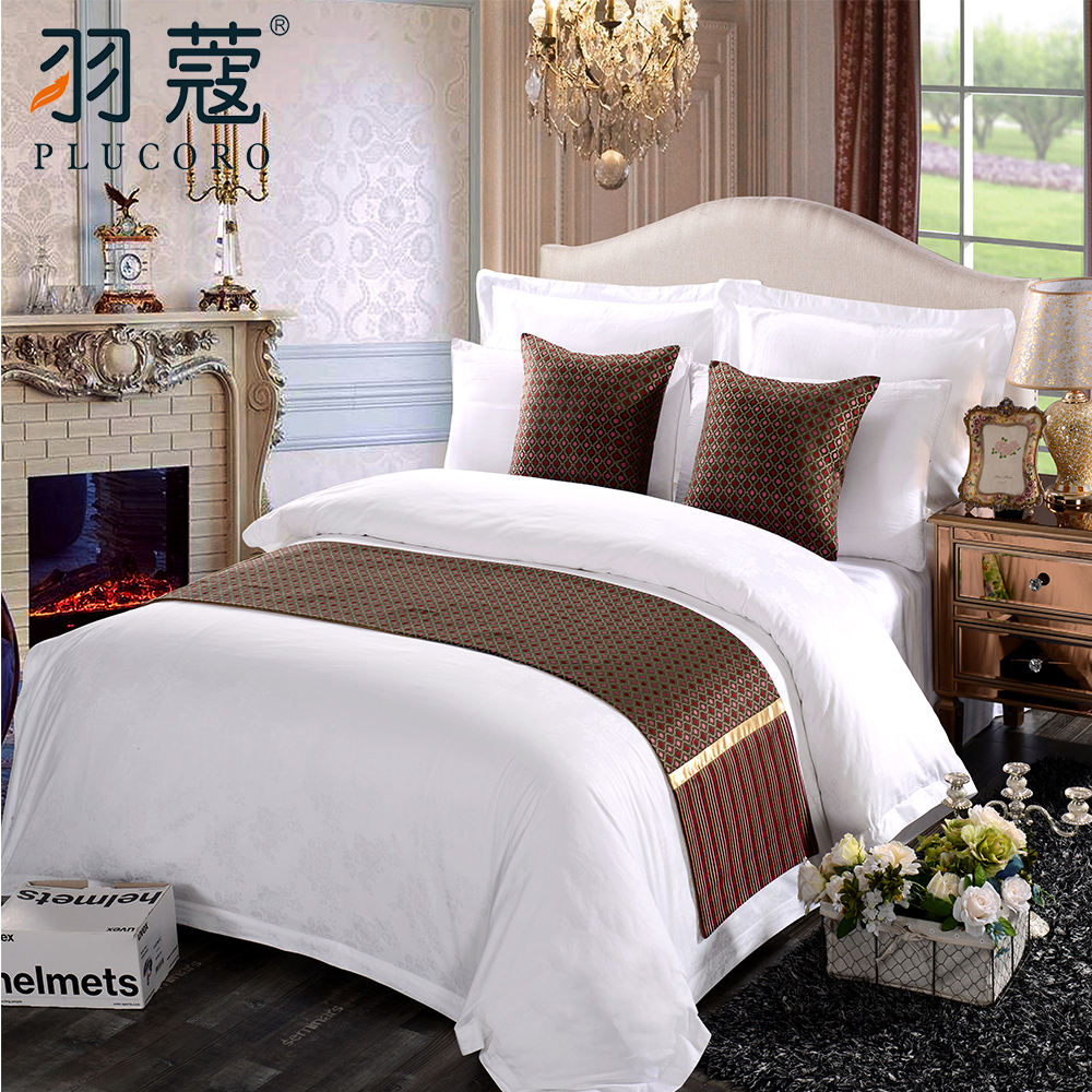Classic Elegant Decorative Bed Linen 100% Polyester Hotel Bed Runner And Cushion Sets