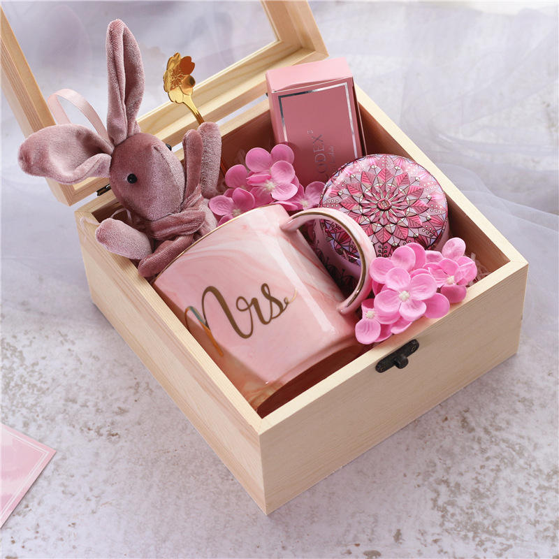 2020 new product ideas premium birthday gift box with mugs chocolate love wedding gift sets for men mothers day gifts for women