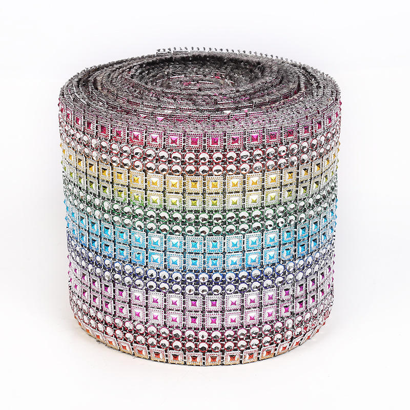 Manufacturers wholesale 16 row pyramid silver Diamante plastic rhinestone mesh ribbon for Wedding Table Wrap