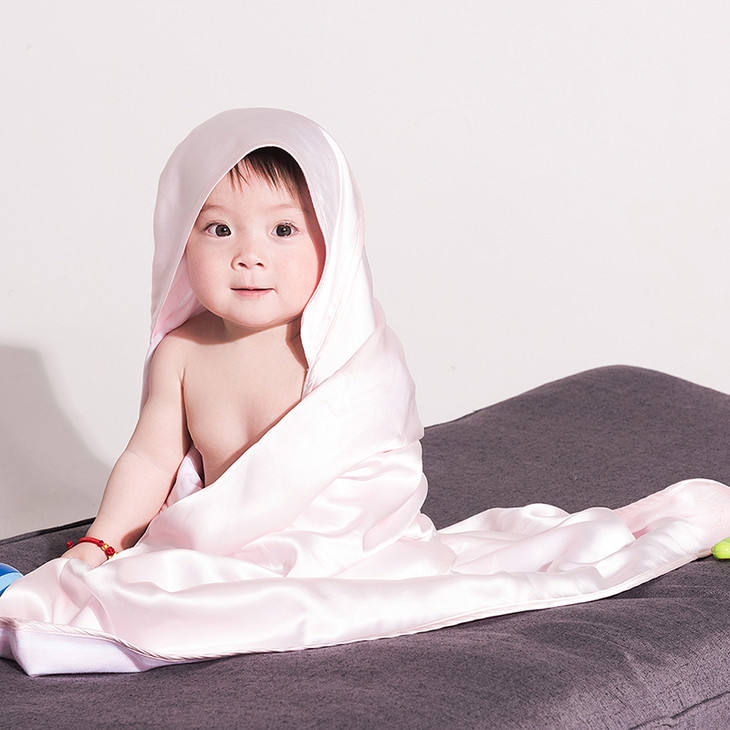 Super Soft Baby Silk Blanket for All Seasons with 100% Silk Filling 89*112cm