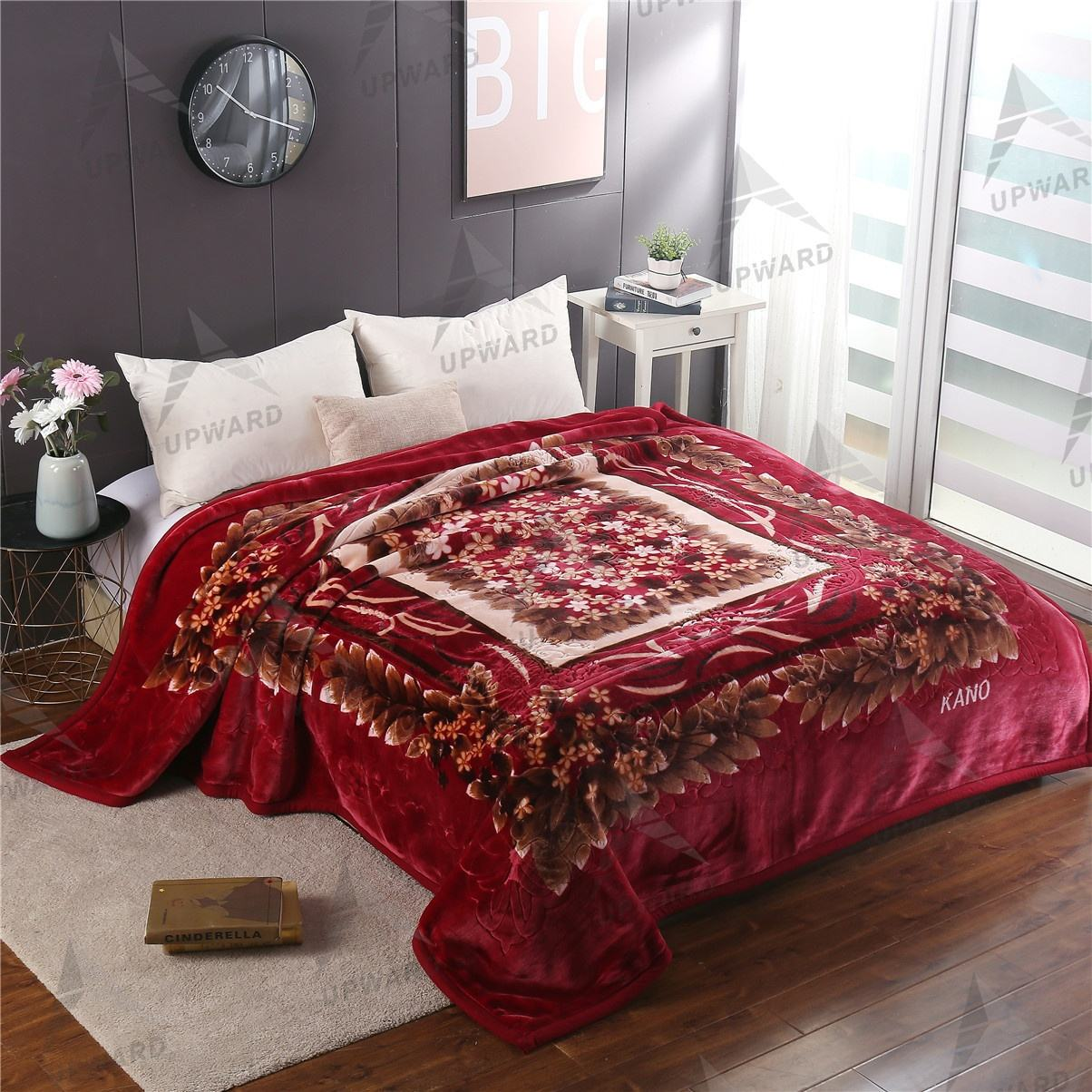 Factory Price 100% Polyester Mink Blanket Luxury Small Flowers Design Embossed 220 × 240センチメートル2ply India Raschel Blankets For Winter