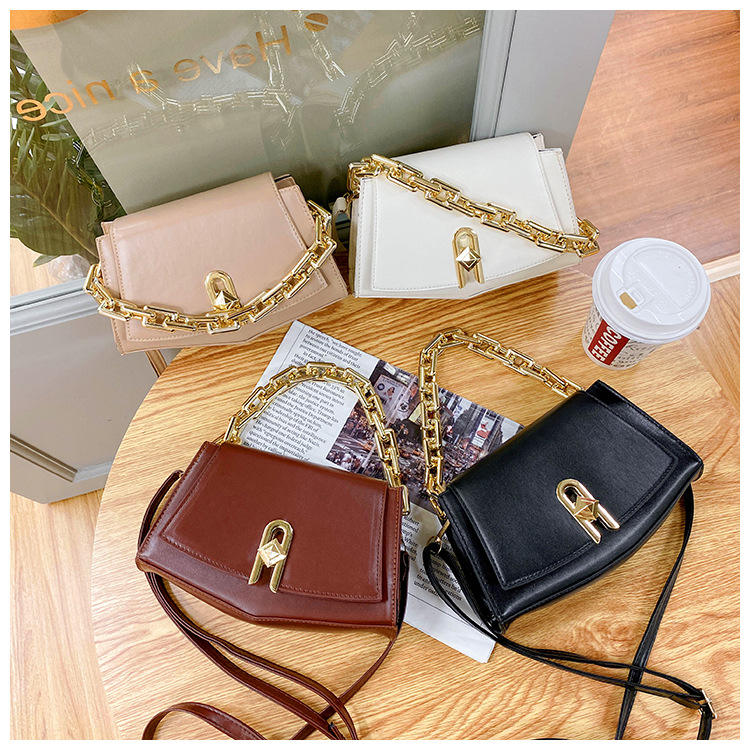Fashion Solid Color Shoulder Curved Messenger Saddle Bag Women Daily PU Leather Crossbody Bags Chains Handbag Purses Shopping