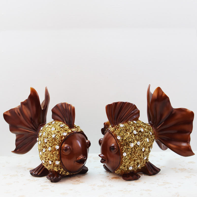 new design wood color goldfish resin crafts for wedding gift and home decoration