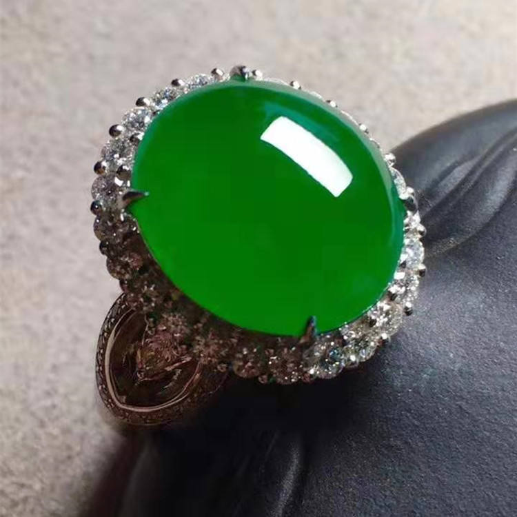 cabochon oval cutting jade gemstone jewelry ring wholesale 18k gold 14.6x12.7x6mm natural green jadeite ring