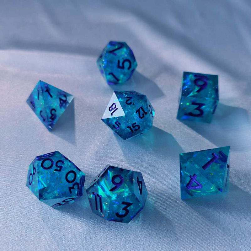 Hot Sale Beautifully Designed OEM Resin Dice Set Color Accept Folding Material