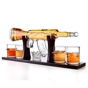 Amazon Hot Selling Handmade Requintado Forma Rifle Conjunto Para Vodka Whisky Copos de Uísque Decanter Com 4 Licor Brandy